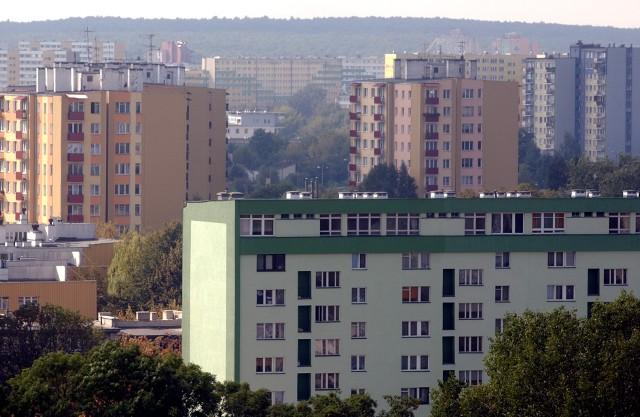 Osiedle  mieszkanioweMimo rosnących marż, raty kredytów hipotecznych utrzymują się na niskim poziomie.