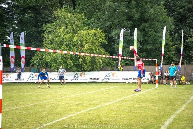 W turnieju fistballowym brało udział sześć męskich drużyn.