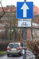 Rowerzyści jadą pod prąd. Na kolejnych ulicach