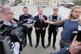 Lech Wałęsa w Białymstoku. Młodzież Wszechpolska przeciw byłemu prezydentowi (zdjęcia, wideo)