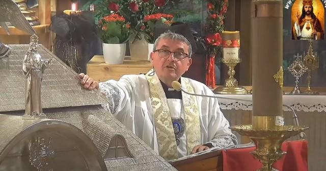 Piotr Natanek, suspendowany ksiądz, zdaniem urzędników złamał prawo budowlane a według kurii jego działania mają znamiona sekty.