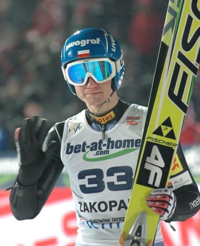 W drużynowych zawodach w fińskim Lahti Kamil Stoch skakał najdalej z Polaków.