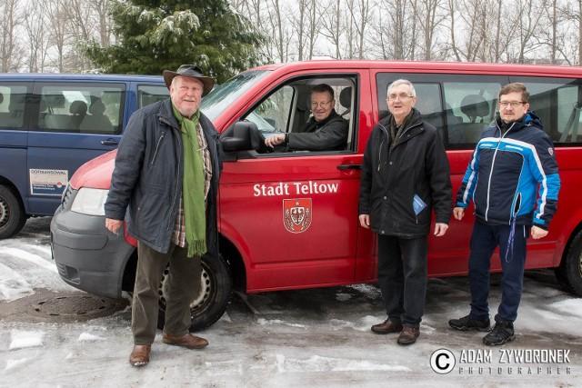 Goście z partnerskiego miasta Teltow dowiedzieli się o akcji i postanowili włączyć się w zbieranie nakrętek, dzięki sprzedaży których chory Bartek Tomczak będzie mógł skorzystać z rehabilitacji.