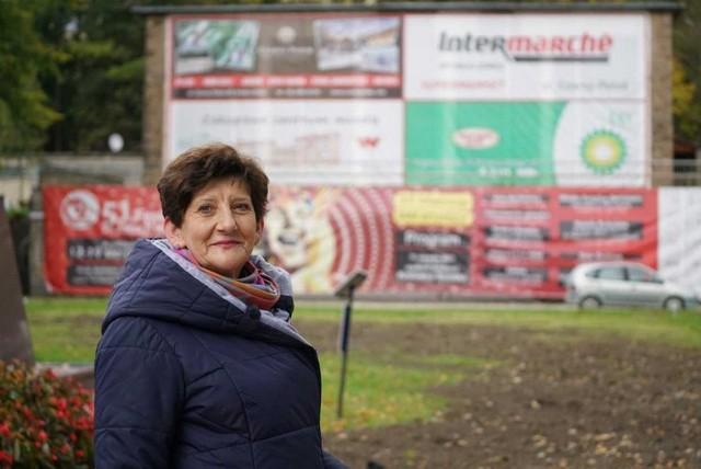 Oklejony reklamami budynek byłego kina odstrasza turystów. - To dobre miejsce na park, nie na McDonald'sa - uważa pani Jolanta