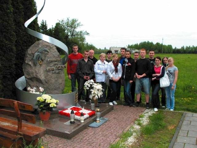 Mogiła generała Michała Polecha na białowieskim cmentarzu to miejsce dla przyszłych pilotów szczególne