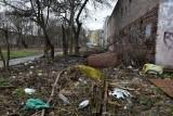 Śmieci wyrzucają gdzie popadnie, choć grozi za to bardzo duża kara! Straż Miejska dysponuje fotopułapkami