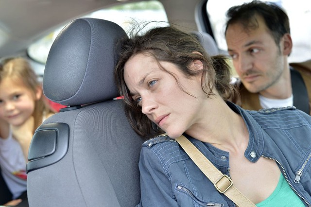 """Marion Cotillard (z lewej) walczyła już o godność i pracę jako Ewa Cybulski w """"Imigrantce"""". W filmie braci Dardenne też musi walczyć o pracę."""