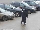 Rosja: Kobieta odcięła głowę dziecku. Potem paradowała z nią po Moskwie [ZDJĘCIA+VIDEO]