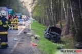 Tragiczny wypadek na DK 25. Kierowca wypadł z auta, zginął na miejscu