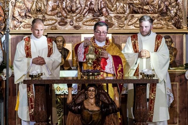 Fotorelacja z uroczystości związanych z ustanowieniem Sanktuarium błogosławionego kardynała Stefana Wyszyńskiego.