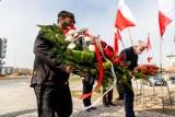 Białystok. Obchody 11. rocznicy katastrofy smoleńskiej. Samorządowcy i politycy uczcili pamięć podlaskich ofiar [ZDJĘCIA]
