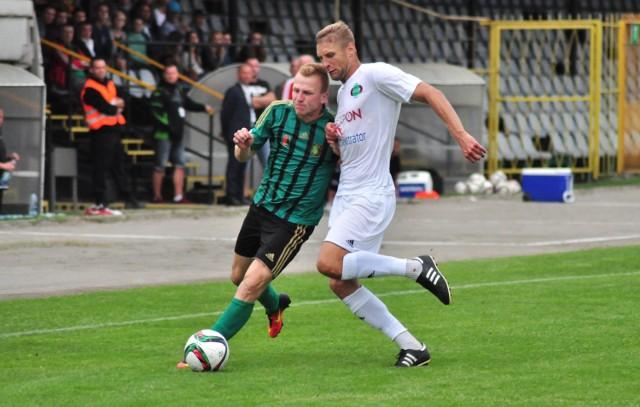 Adrian Gębalski (z piłką) otworzył wynik meczu swojej Stali Stalowa Wola z Wartą Poznań. Skończyło się remisem 3:3.