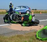 Wypadek na trasie Celbowo - Puck. Na drodze wojewódzkiej 216 w piątek 14.08.2020 zderzyły się motocykl i samochód osobowy