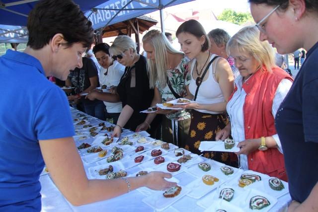 Za nami kolejny Festiwal Smaków Regionalnych w Trzebiatkowej. Tym razem uczestnicy konkursu kulinarnego mieli za zadanie przygotować roladę – na słodko i słono.