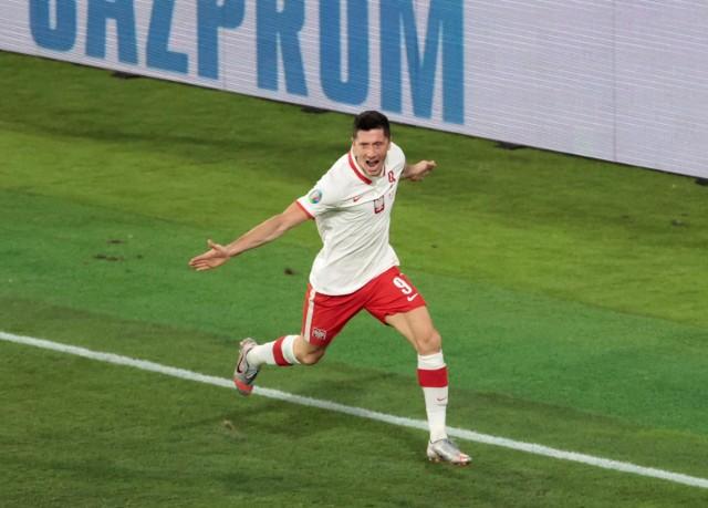 To był prawdziwy mecz piłki nożnej. Wreszcie dopisało nam trochę szczęścia i wywozimy z Hiszpanii cenny punkt, który daje nam szansę na wyjście z grupy E na Euro 2020. Kibice dostali w drugiej połowie trzy momenty radośći - po golu, nietrafionym rzucie karnym i po ostatnim gwizdku sędziego. To najlepszy mecz w wykonaniu naszej kadry za kadencji Paulo Sousy. Oceniamy piłkarzy reprezentacji Polski za spotkanie z Hiszpanią. Skala ocen 1-6.Zobacz oceny piłkarzy reprezentacji Polski --->