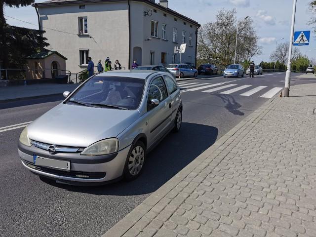 W sobotę na ul. Grunwaldzkiej w Przemyślu doszło do zdarzenia drogowego. Kierująca oplem, jadąc w kierunku centrum miasta, potrąciła mężczyznę na oznakowanym przejściu dla pieszych. - Kierująca oplem, 53-letnia mieszkanka Przemyśla potrąciła na przejściu 73-letniego przemyślanina - powiedziała podkom. Marta Fac z KMP w Przemyślu. Kierująca autem była trzeźwa, a pieszy wydmuchał blisko 2 promile alkoholu. Policjanci ustalają dokładne okoliczności zdarzenia.