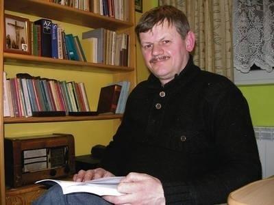 Kazimierz Tomczyk pisze książki o historii swojej gminy, a na co dzień pracuje w kopalni Fot. Barbara Ciryt