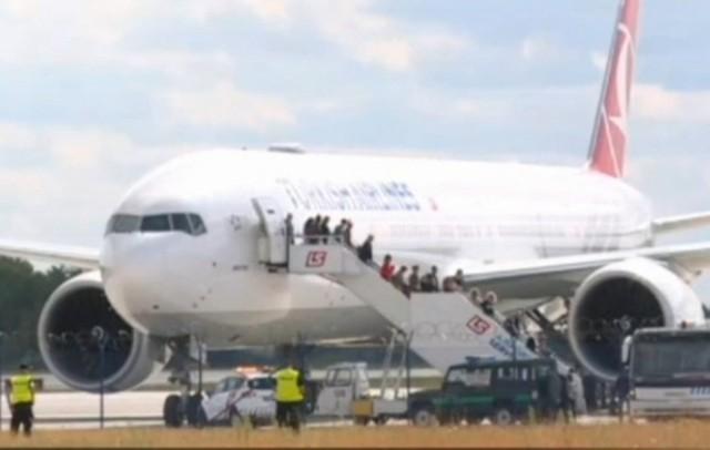 Samolot linii lotniczych Turkish Airlines nieplanowo lądował na Okęciu.