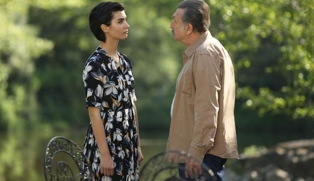 """""""Meandry uczuć"""" odcinek 76. Tahsin tłumaczy Suhan, że zabił Saliha w samoobronie. Trwają przygotowania do mityngu wyborczego. Co jeszcze wydarzy się w 76. odcinku serialu """"Meandry uczuć""""?"""