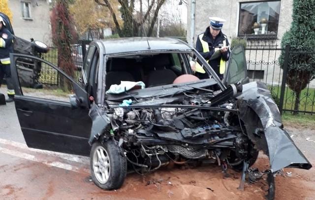 Samochody zderzyły się czołowo. Ofiary to małżeństwo z Raciborza. Trasa DW 923 była zablokowana. Sprawca wypadku, 36-letni mieszkaniec Pajęczna, był pijany!