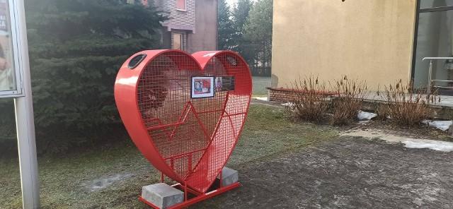 Pojemnik na nakrętki stanął przy parafii pw. Najświętszego Zbawiciela w Sosnowcu. Zobacz kolejne zdjęcia. Przesuń zdjęcia w prawo - wciśnij strzałkę lub przycisk NASTĘPNE