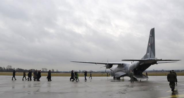 Ewakuacja z Afganistanu. W nocy w Warszawie wylądował kolejny samolot. Na pokładzie było około 100 osób