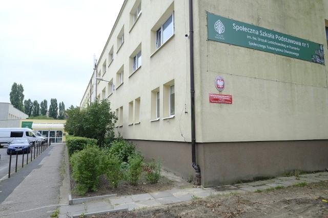 Społeczna Szkoła Podstawowa nr 1 w Poznaniu otrzymała negatywną opinię w Poznańskim Budżecie Obywatelskim. Jest jedną z pięciu podobnych placówek, która została negatywnie zaopiniowana przez urzędników.
