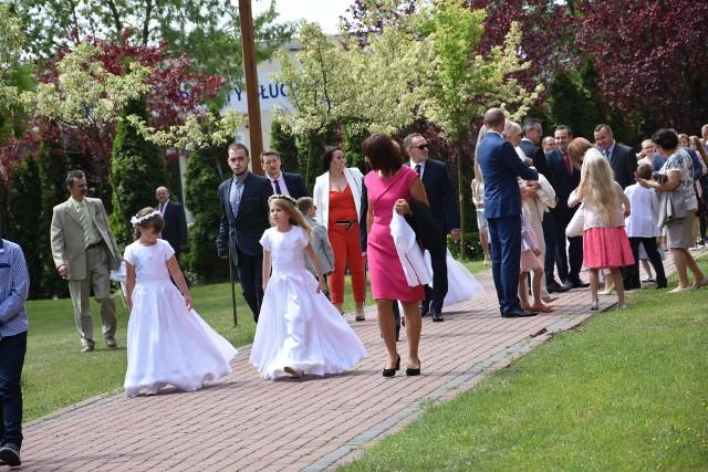 Dzisiaj, w niedzielę, 20 maja, w kościele pw. św. Stanisława Biskupa i Męczennika do Pierwszej Komunii Świętej przystąpiło 80 dzieci z tej największej w mieście parafii. Maszy św. przewodniczył ks. proboszcz Jerzy Wachowski.