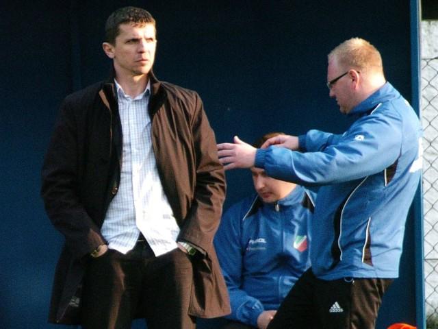 Andrzej Jaskot (czarny płaszcz) pożegnał się z Kolbuszowianką. Jego miejsce zajmuje Łukasz Cetnarski (niebieski dres, okulary), który z Kolbuszowianką związany jest od 1992 roku.