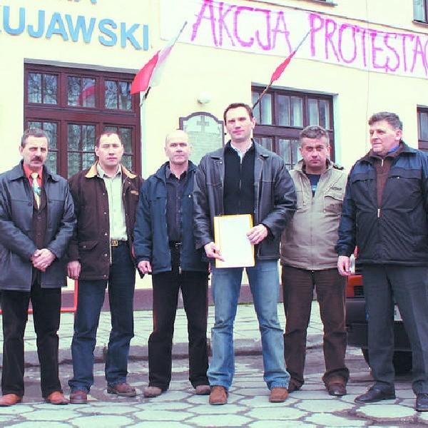 W piątek cukrownicy z Brześcia Kujawskiego spotkali się z zarządem Krajowej Spółki Cukrowej. Przekazali petycję w sprawie utrzymania produkcji cukru w fabryce. Dziś wybierają się do Warszawy na posiedzenie Rady Nadzorczej KSC.