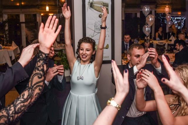 Studniówka 2017: XIX LO poloneza tańczyło w Hotelu Ikar [ZDJĘCIA]