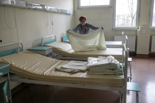 W szpitalach zajętych jest już prawie 21 tysięcy tzw. łóżek covidowych.