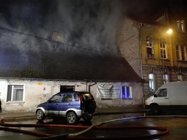 Pożar mógł być groźny dla sąsiednich budynków.