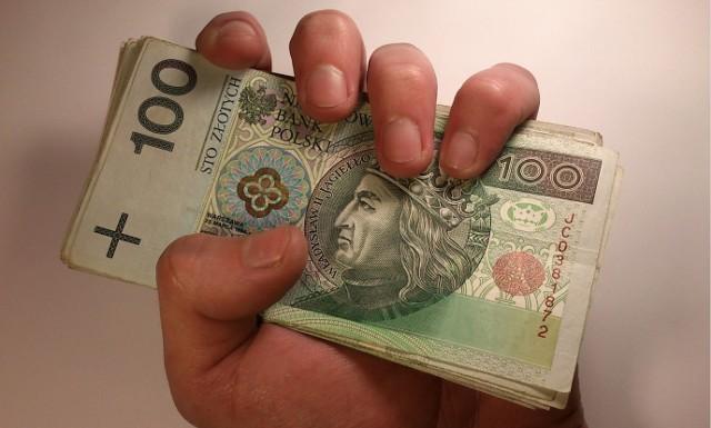 Wedle nieoficjalnych danych, przeciętne wynagrodzenie w sektorze przedsiębiorstw w Małopolsce przekroczyło w sierpniu 6 tys. złotych, zaś w Krakowie – po raz kolejny – 7 tys. zł brutto i rosło cały czas szybciej niż w pozostałej części kraju. GUS podał, że wzrost wynagrodzeń w skali Polski wyniósł w sierpniu 9,5 procent rok do roku.