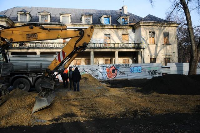 Pałac Montelupich i park Jalu Kurka czekają spore zmiany. Zburzony amfiteatr zastąpi parking, a sam pałac najpewniej zamieni się w budynek mieszkalny