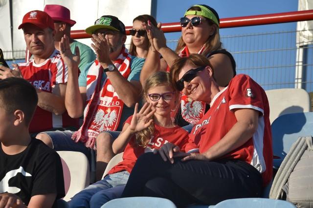 Kibice SEC w Rybniku dopingowali Biało-Czerwonych  Zobacz kolejne zdjęcia. Przesuwaj zdjęcia w prawo - naciśnij strzałkę lub przycisk NASTĘPNE