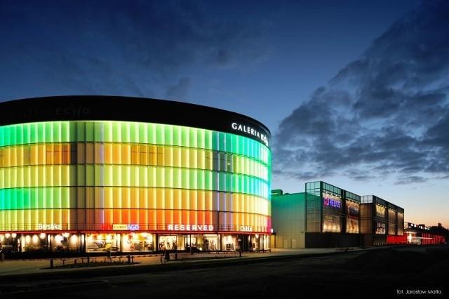 Między godziną 17 a 21 zrobimy w największym centrum handlowym w naszym regionie zakupy z dużymi rabatami.