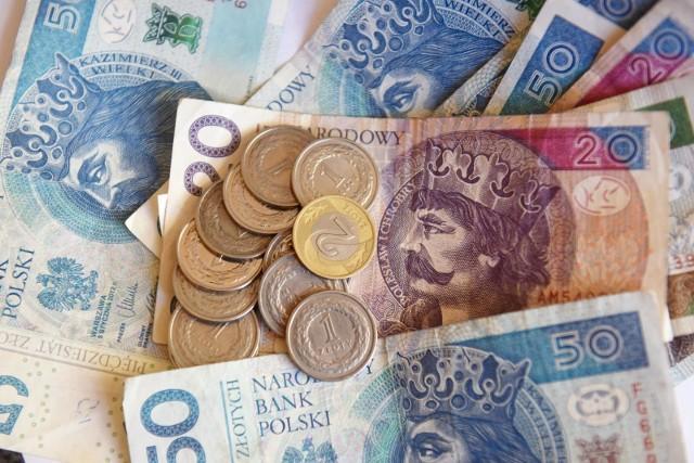 Budżet 2021: Płaca minimalna 2800 zł, minimalna stawka godzinowa 18,30 zł, wskaźnik waloryzacji emerytur i rent 103,84 proc.