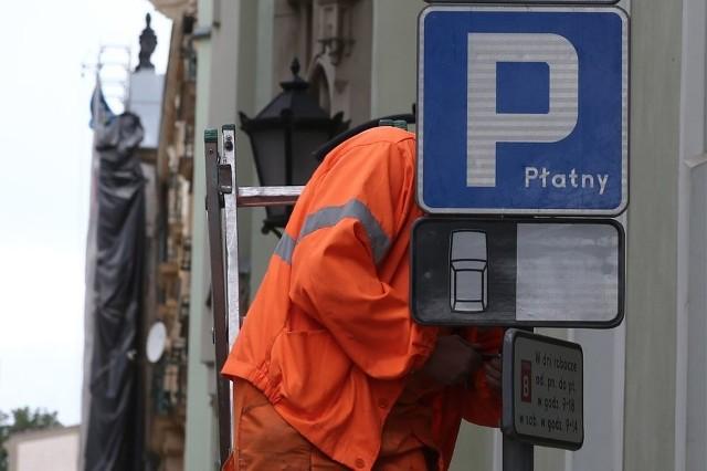 Mimo wyroku sądu, Wrocław na razie nie wycofuje się z opłat parkingowych w soboty