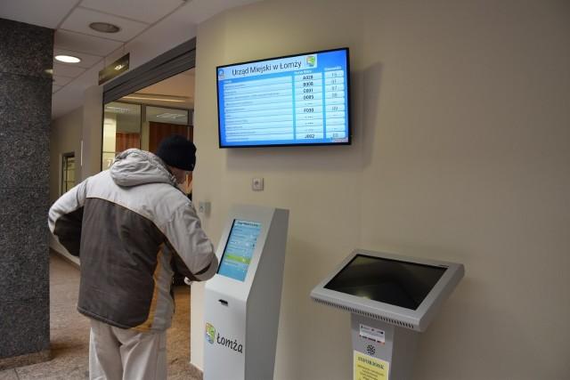 Wystarczy wydrukować bilet i spokojnie poczekać. System wywołuje numery, dzięki temu przy okienku jest cisza i spokój.