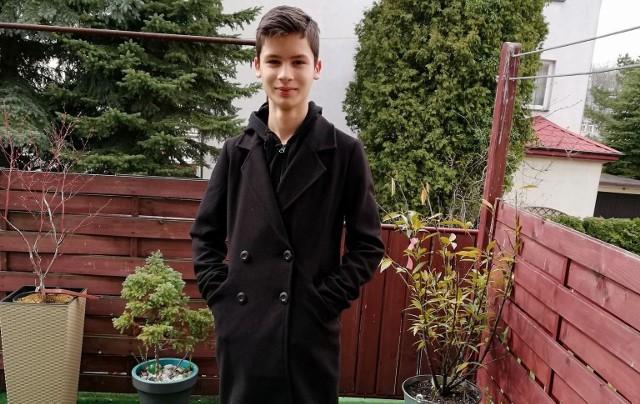 Damian Stachowicz z Buska-Zdroju to wszechstronny uczeń. Zajął trzecie miejsce w języku polskim, ale dobrze czuje się też w przedmiotach ścisłych.
