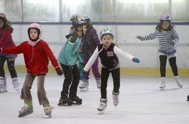 szturm szkół w Toruniu na zajęcia na lodowiskutor tor