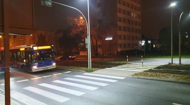 Nowoczesne oświetlenie pozwala kierowcom znacznie wcześniej dostrzec pieszych i odpowiednio zareagować.