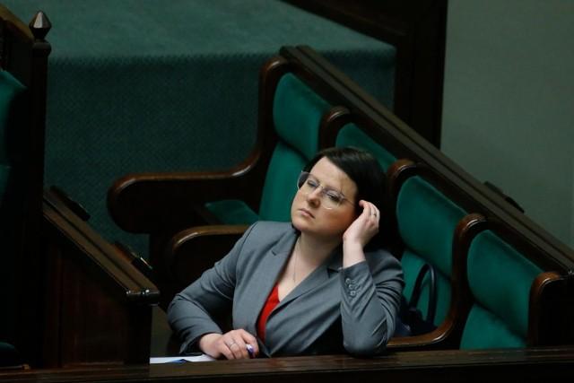 """""""Stop LGBT"""". Fundacja Kai Godek po raz kolejny składa do Sejmu projekt homofobicznej ustawy. Przy podpisach pomogły kościoły. Przejdź dalej, by poznać szczegóły projektu i listę parafii, które pomagały w zbieraniu podpisów."""