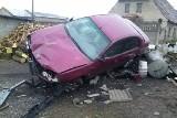 Pijany kierowca staranował ogrodzenie. Prawie wjechał w dom (wideo)