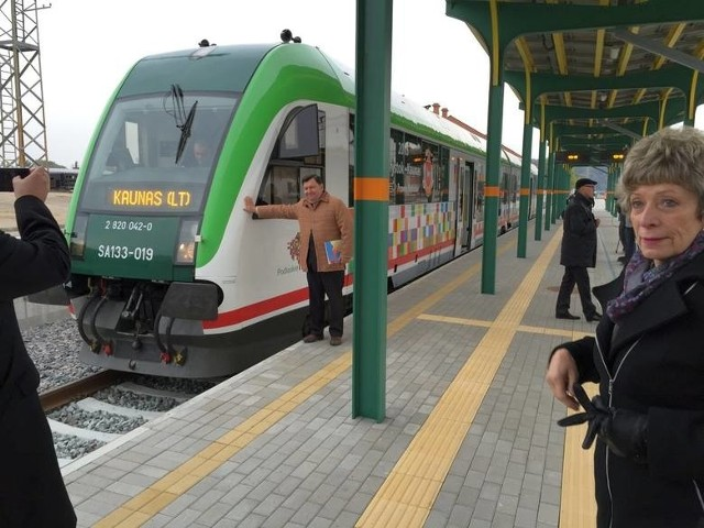 Pierwszy pociąg relacji Białystok - Kowno wyruszył w trasę w październiku 2015 r. Po stronie polskiej skład pokonuje 180 km, po litewskiej - około 160 km.
