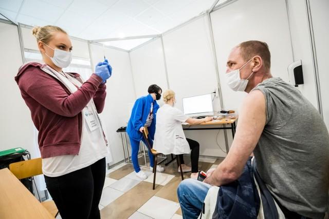Bydgoski ratusz wspólnie z Centrum Medycznym Gizińscy zaprasza 16 i 17 lipca na szczepienia przeciw Covid-19 do dwóch plenerowych punktów szczepień.