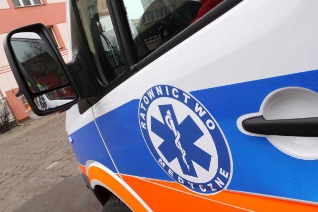 Ranny kierowca został odwieziony do szpitala.