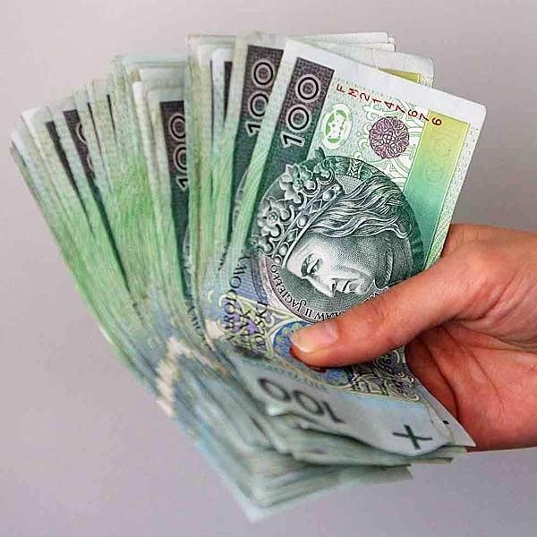 Od jednej osoby można przyjąć bez podatku 5 tys. zł, a od kilku osób w sumie nie więcej niż 25 tys. zł.