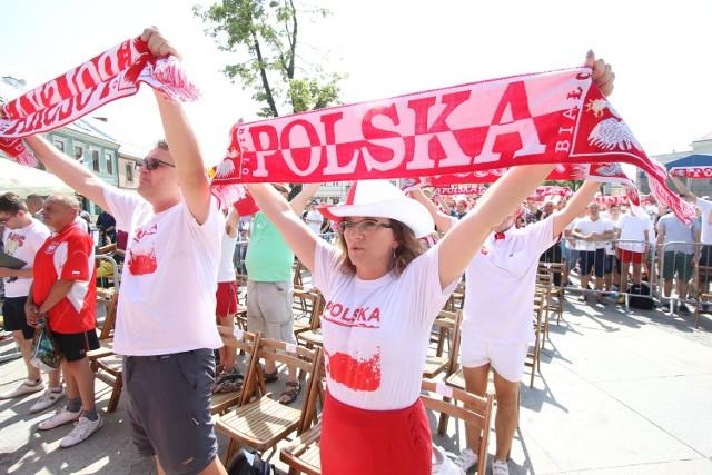 Wojewoda świętokrzyski Agata Wojtyszek gorąco dopingowała w sobotę na kieleckim Rynku naszych piłkarzy w meczu ze Szwajcarią.